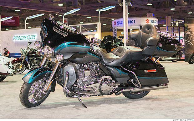 Harley-Davidson recalls 185,000 motorcycles for loose saddlebags