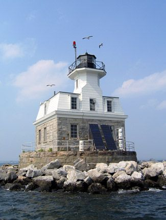 Penfield Reef Lighthouse, Connecticut at Lighthousefriends.com