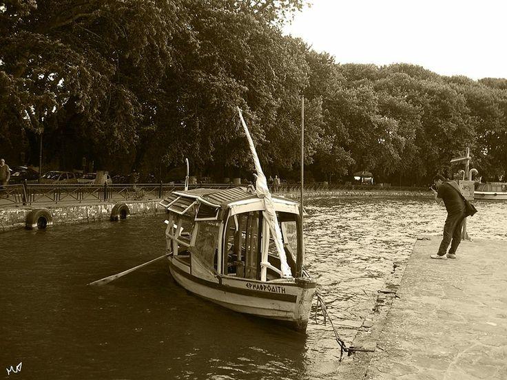 A boat at the lake