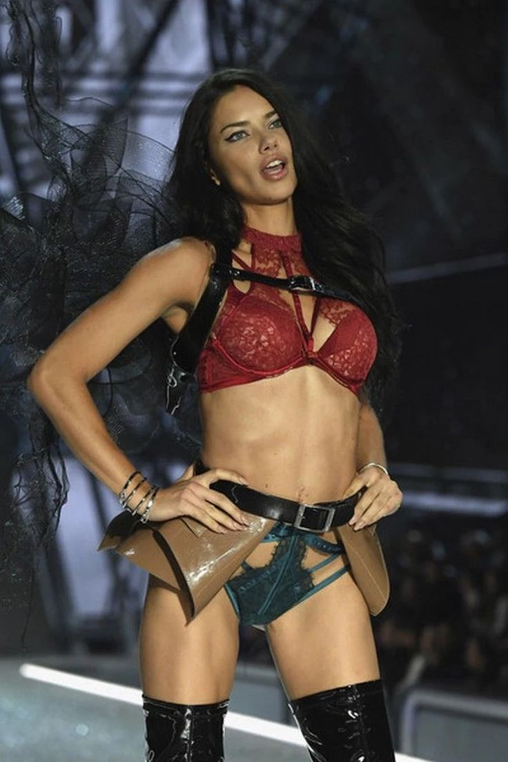 Adriana Lima Biography - Childhood, Life Achievements & Pictures Gallery