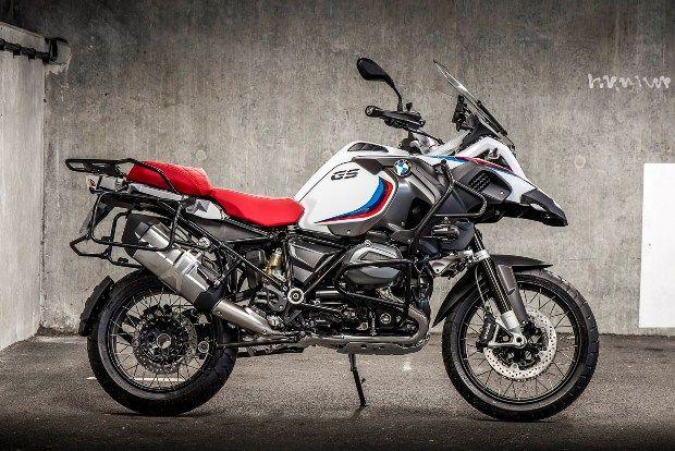 """Conheça a série limitada """"Iconic 100"""" de quatro modelos de #motos que celebra os 100 anos de fundação da #BMW. #motocicletas #luxo #brinquedodehomem #colecionismo #BMWIconic100"""