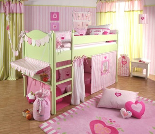 casa de boneca e cama by Anna Core, via Flickr