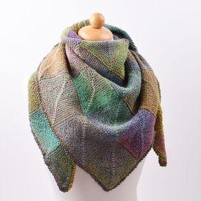 Bliv klar til forårets kolde dage med dette skønne, og varme sjal. Sjalet er strikket i Mayflowers Dream Colour garn som er 100% ny uld, og kommer i smukke og afdæmpede farver, med lange farveskift, Sjalet er strikket i domino mønster, som skaber et