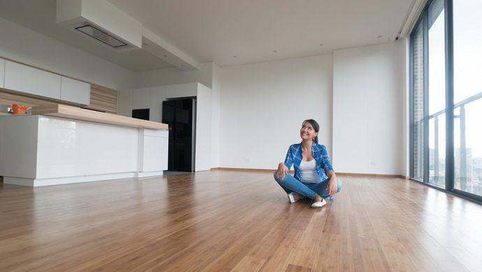Cómo rentabilizar un piso desocupado      El 28% de los hogares son propietarios de una segunda vivienda, que no es la vivienda principal, segúnla Encuesta Financiera de las Familias del Banco de España. Tras los peores años del sector inmobiliario en España debido a la crisis, el número de transacciones inmobiliarias de viviendas ha ido en aumento. Según datos del Ministerio de…
