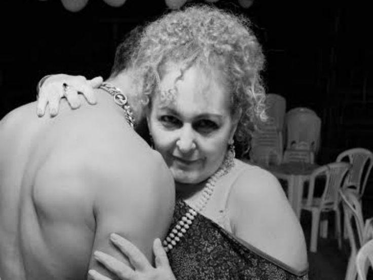 """Nos próximos domingos do mês, dias 21 e 28, sempre às 17h, o Teatro José de Alencar recebe a temporada de comemoração dos seis anos de trajetória do espetáculo """"Abajur Lilás""""."""