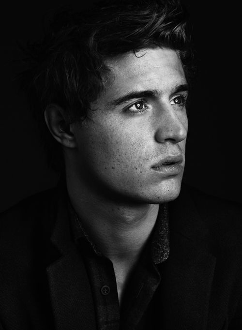 Max Irons - He has a pretty face.....Plays Edward in The White Queen....