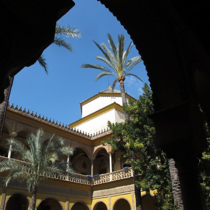 This week's #TomaTours Holy Week tour in Seville takes us inside the Palacio de las Dueñas, a deeply personal place and home of a Seville's deceased icon, the Duchess of Alba  #ExperienceTheSpainYouNeverKnew