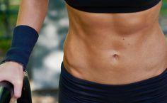 Sit-ups nerven dich, Sport ist nicht dein Ding? Du willst aber trotzdem einen flachen Bauch? Die Bauch-Weg-Übung, bei der du einfach durchatmen kannst.