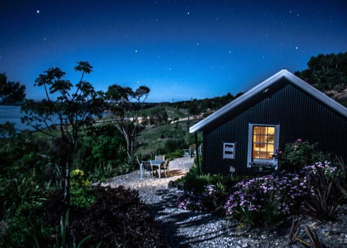 Boasting absolute privacy and solitude, Driftwood Seaside Escapes offer high standard holiday homes with panoramic views of the Bay of Islands area.