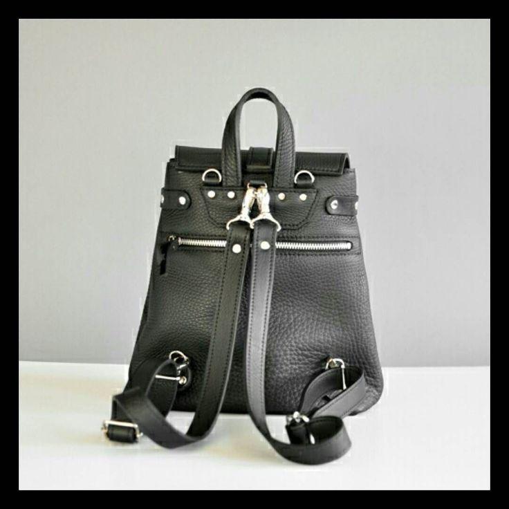 Кожаный женский рюкзак Классик.  1625 грн с металлическими карабинами и 1565 с полностью кожанными ручками.  7bags.com.ua