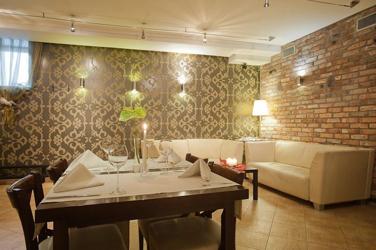 www.dobryhotel.com; www.hotelbonum.pl www.sedan.pl; www.hotelunicus.pl; www.hotelgrandcru.pl; ; www.hotelarkonpar...; www.villaaqua.pl; www.rozanygaj.pl
