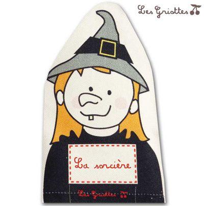 Marionnette la sorcière : il suffit de glisser sa main dans cette marionnette pour partir dans de grandes aventures pendant des heures! Les enfants vont jouer avec leurs mains, avec les mots et vous créer de vraies mises en scène ! Marionnette sorcière Les griottes, fabriquée en France.