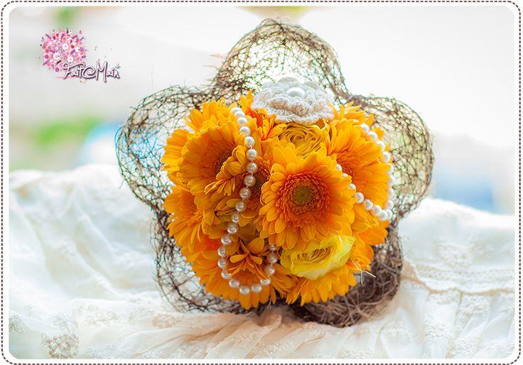 """Sunny Pearl"" Bridesmaid bouquet"
