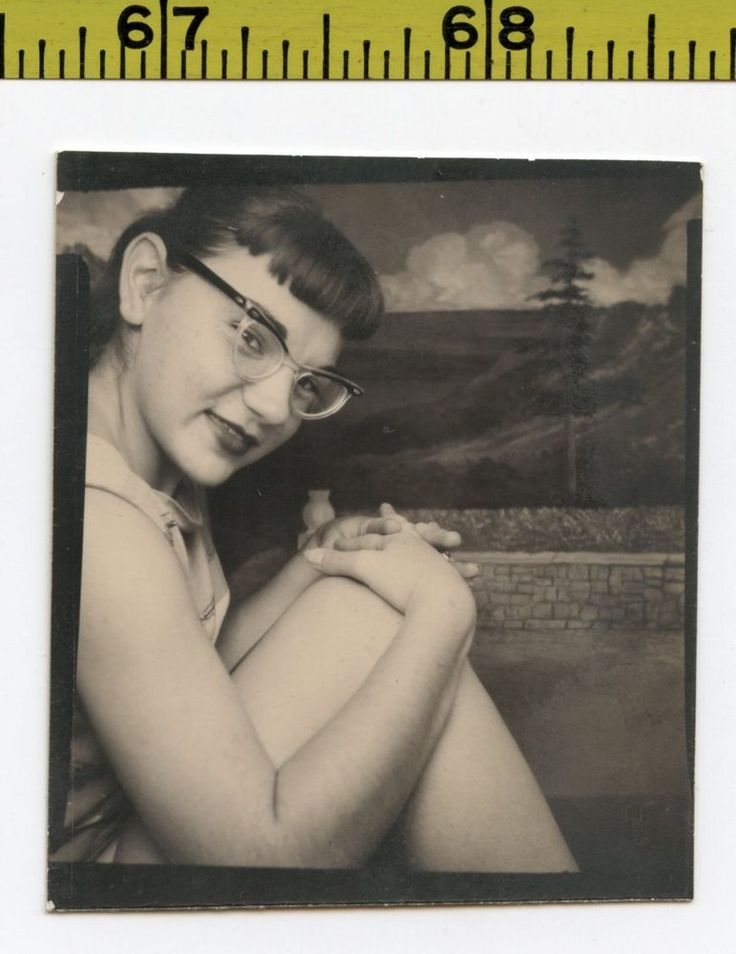 Vintage 1950's PHOTOBOOTH photo / Sexy Oriental Nerd Girl Lost Her Pants for You