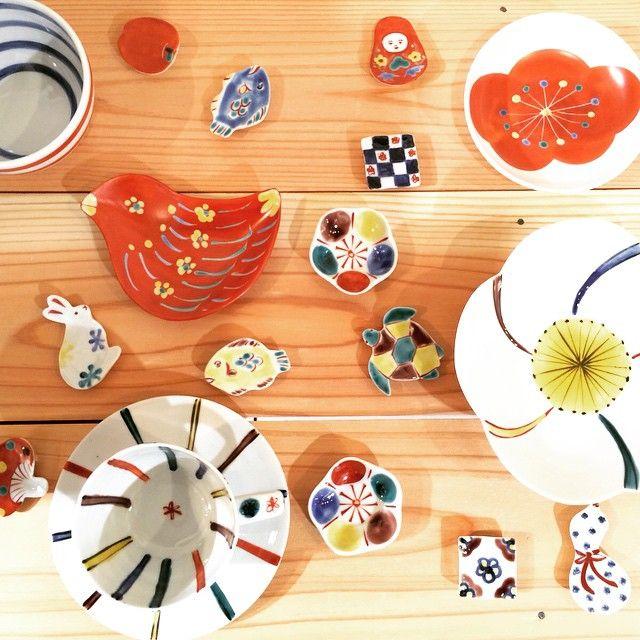 赤地径さんの九谷焼が入荷しました。 箸置き、ごはん茶碗、コーヒーカップなど食卓に彩りをそえてくれるアイテムがいっぱいです。 お土産やプレゼントにもオススメです。 石川県金沢市 赤地径 九谷焼 箸置き¥864 ごはん茶碗¥2,160 阪急梅田本店の「乙女がトキメク 金沢のモダンスタイル」に出店します。 場所:阪急梅田本店 9階 祝祭広場 期間:...