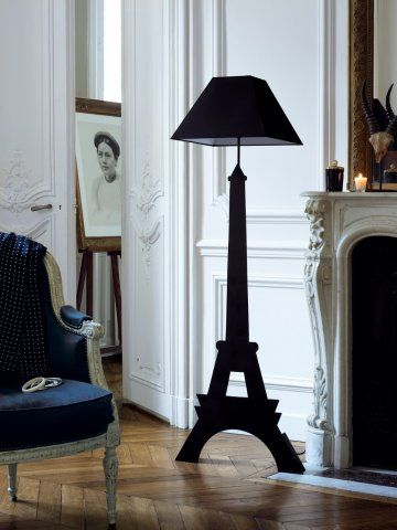 une lampe en forme de tour eiffel tour eiffel marie. Black Bedroom Furniture Sets. Home Design Ideas