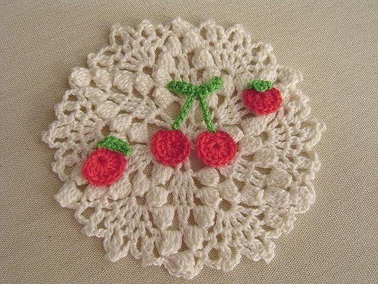 さくらんぼ&りんご&ミニトマトの極小モチーフの作り方|編み物|編み物・手芸・ソーイング|アトリエ|手芸レシピ16,000件!みんなで作る手芸やハンドメイド作品、雑貨の作り方ポータル