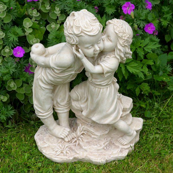 garden statues | Girl Kissing Boy With Apple - Garden Statues