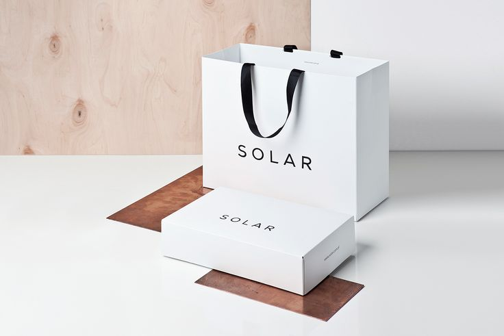 The new visual identification of Polish clothes brand are used on all branding elements, such as jobbing print, labels, bags and cartons. Changes also include Solar Magazine layout and the interior of Solar boutiques.