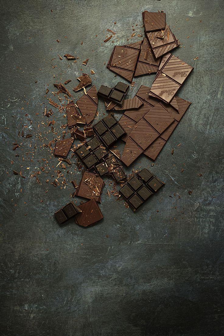 Chocolate for my raspberry Brownie. Chocolate para mi Brownie de Frambuesas. http://sweetandsour.es/brownie-de-frambuesas-y-chocolatinas-i-love-chocolat/
