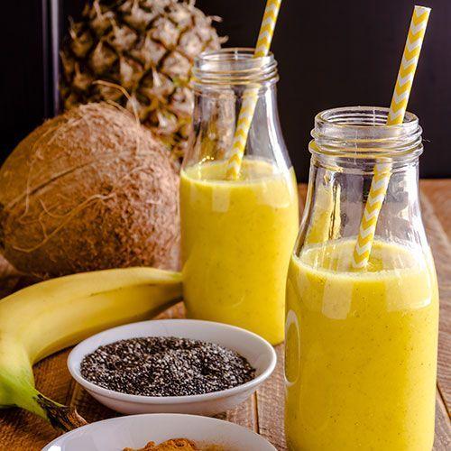 Das Kurkuma-Aroma vereint sich bei diesem Smoothie mit fruchtiger Ananas, süßer Banane und frischer Kokosnuss zum Getränk der Superlative.