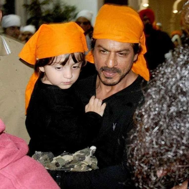 Shah Rukh Khan seeks blessings with little AbRam at Golden Temple. @filmywave  #ShahRukhKhan #SRK #KingKhan #AbRam #GoldenTemple #Amritsar #celebrity #bollywood #bollywoodactress #bollywoodactor #actor #actress #filmywave