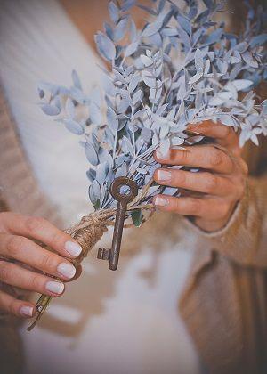 Свадебный букет из эвкалипта, перевитый джутовым шнуром