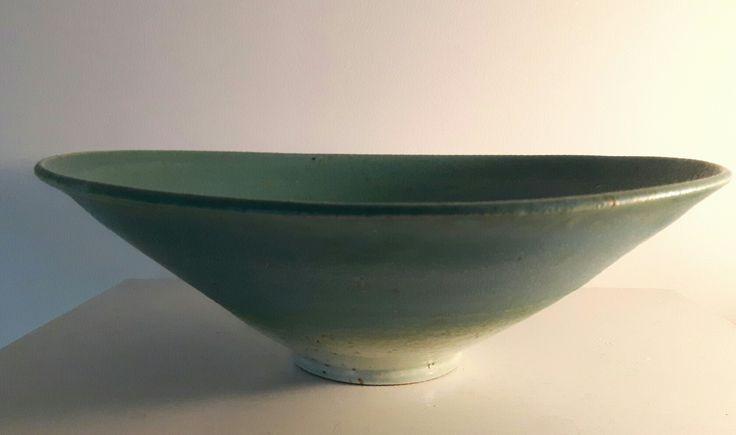 Stort stentøjsfad med grøn mat glasur