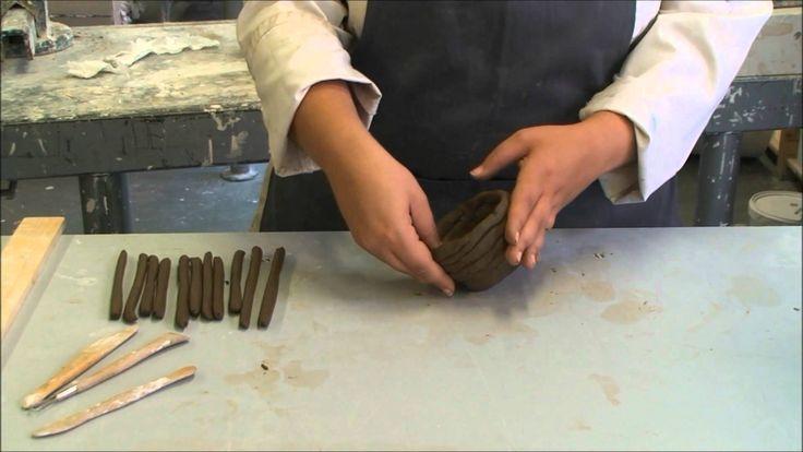 Instructievideo voor het maken van een holle vorm met kleirollen