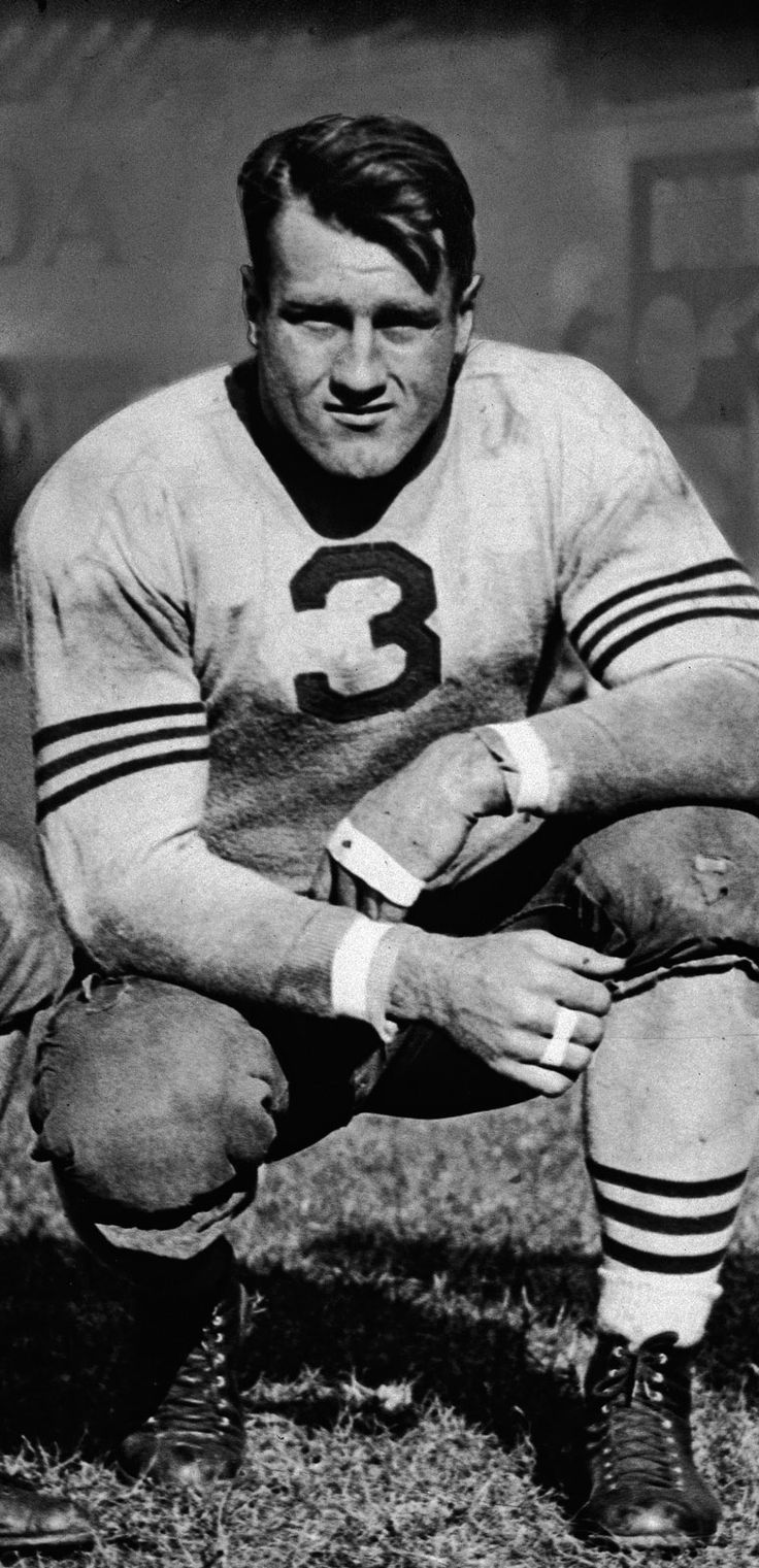 Bronko Nagurski - A tough-nosed bruiser at the running back position, Bronko Nagurski led the Bears to two NFL championships. But most impressive was his record championship ring size, sitting at a modest 19.5 (the average male is 10). And he had perhaps the best football name ever. enshrined 1963
