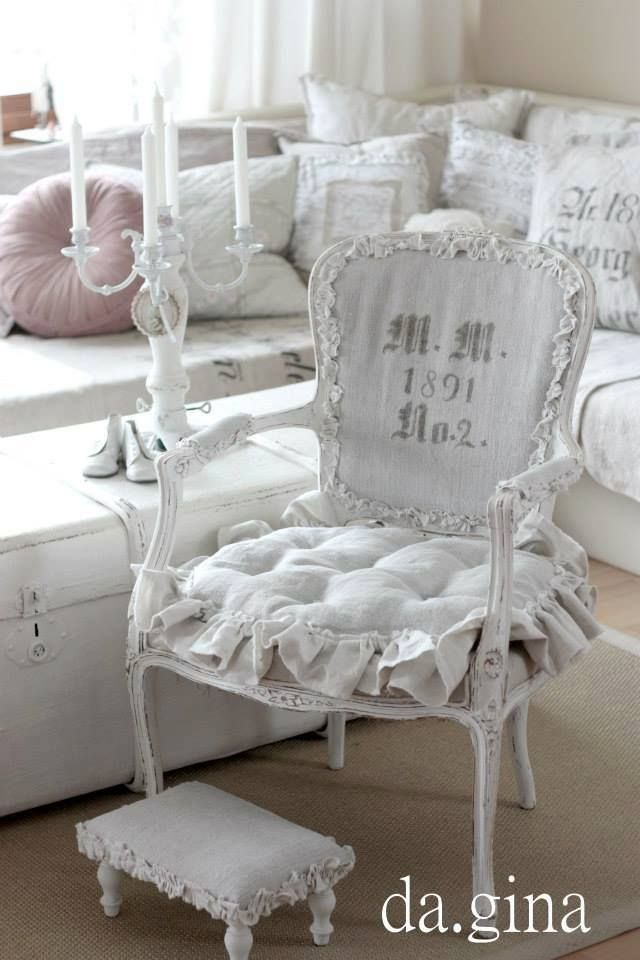 shabby vintage gustavien fb with dcoration gustavienne charme. Black Bedroom Furniture Sets. Home Design Ideas