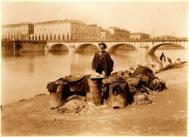Venditore di stracci lungo il Po , Torino