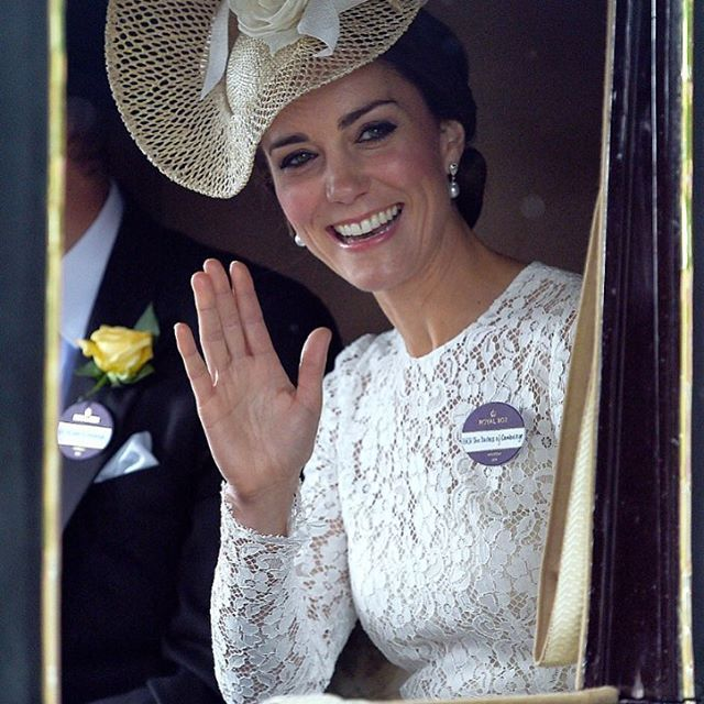 @stefanogabbana Duchess Kate today at Royal Ascot! 👑❤️Beautiful! 🐎🇬🇧🇮🇹 ❤️❤️❤️❤️❤️#pizzo