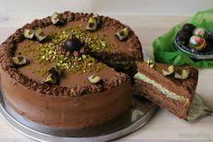 La torta di Mozart é un golosissimo dolce viennese ispirato al famoso cioccolatino ispirato al famoso compositore, fatta di marzapane pistacchio e gianduia.