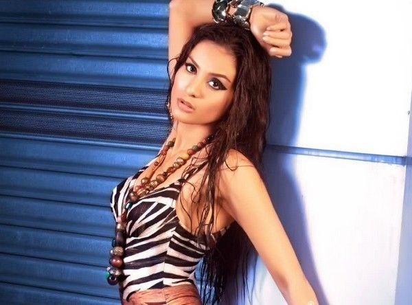 Maybe she'll do one better than Gwen Ruais. Queenierich Rehman, Miss Philippines for #MissWorld.