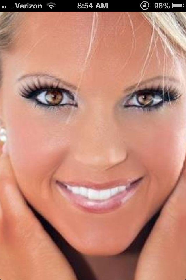 Nicole Wilkins -stage makeup