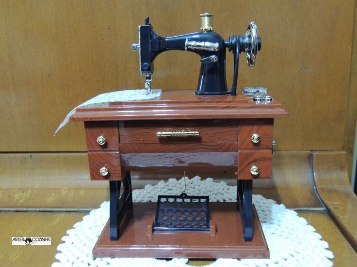 Lembranças... Assim eram as máquinas de costura antigamente. Foto: Acervo Arte & Cozinha-Heda Seffrin