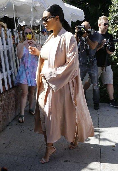 Kim Kardashian Photos - The Kardashian Clan Out For Lunch At The Ivy - Zimbio