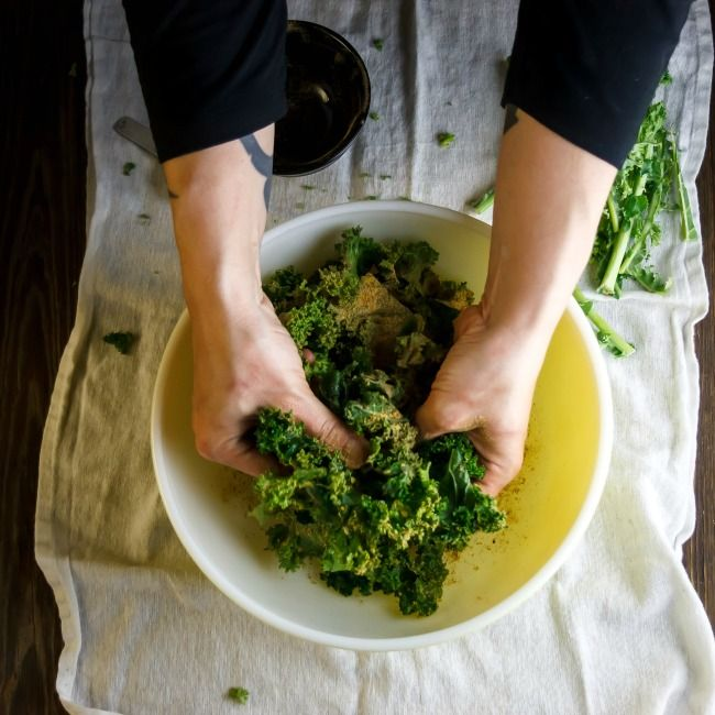 When I want kale chips, I want them crispy like chips! No soggies, no bitter burnies…just crisp, crunchy, snackable kale chips. Here's how I make kale chips super crispy.Yep, that&#8217…