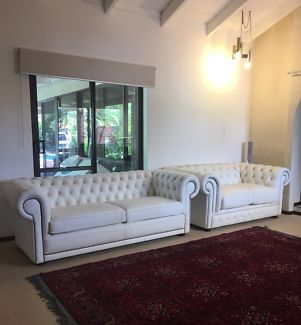 White Chesterfield Leather Lounge