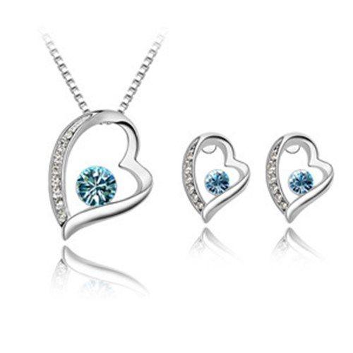Sydänkaulakoru ja -korvakorut meren sinisellä kristallilla  Korun tilaus- ja hintatiedot löytyvät osoitteesta: http://www.samaskoru.fi/tuote/sydankaulakoru-ja-korvakorut-meren-sinisella-kristallilla/  #korut #kaulakoru #jewelry #necklace #fashion  www.samaskoru.fi