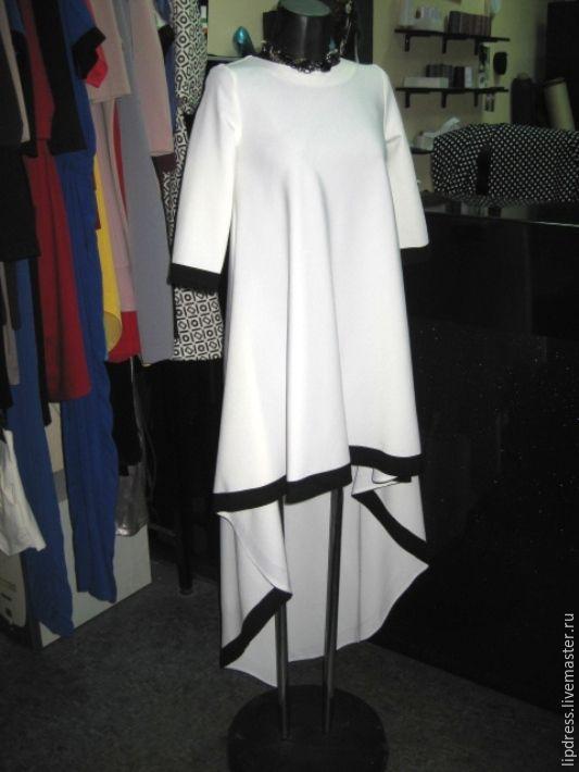 Купить Платье из плательно-костюмной ткани с черной дотачкой - белый, однотонный