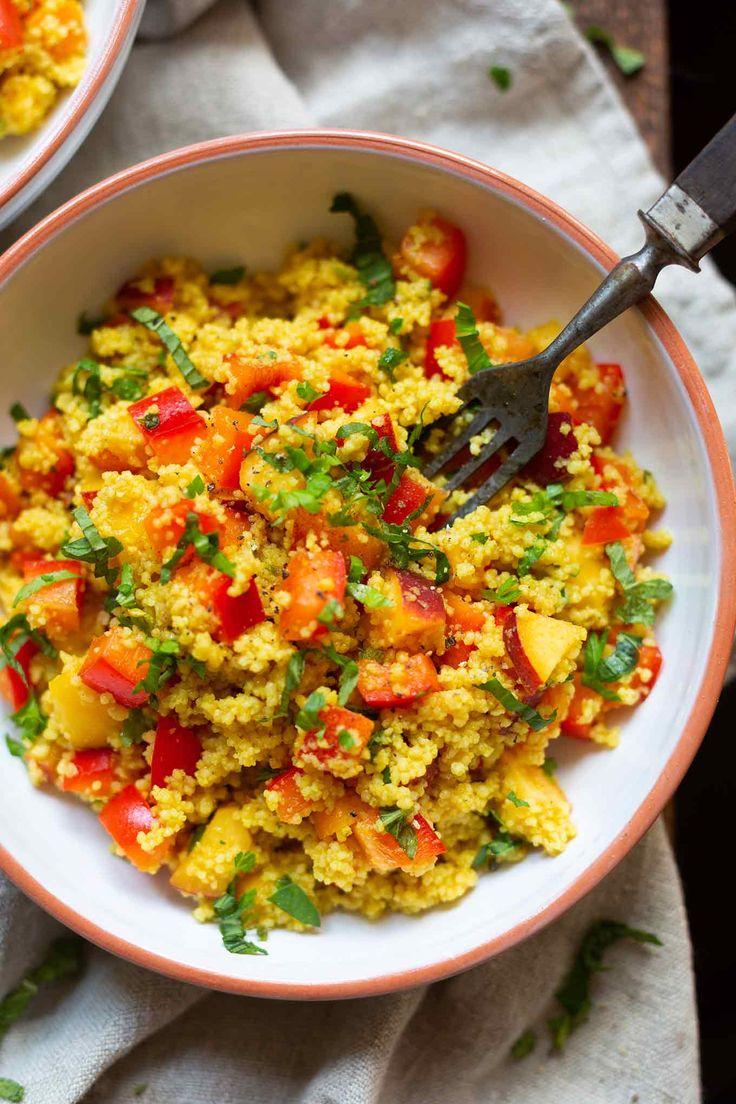 Veganer Couscoussalat mit Pfirsich, Minze und Limetten-Dressing