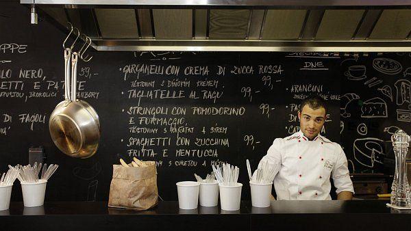 Kam na rychlý oběd ve velmi dobré kvalitě? Zkuste nové bistro Wine Food Market http://life.ihned.cz/jidlo/c1-53307680-fast-food-pro-vip