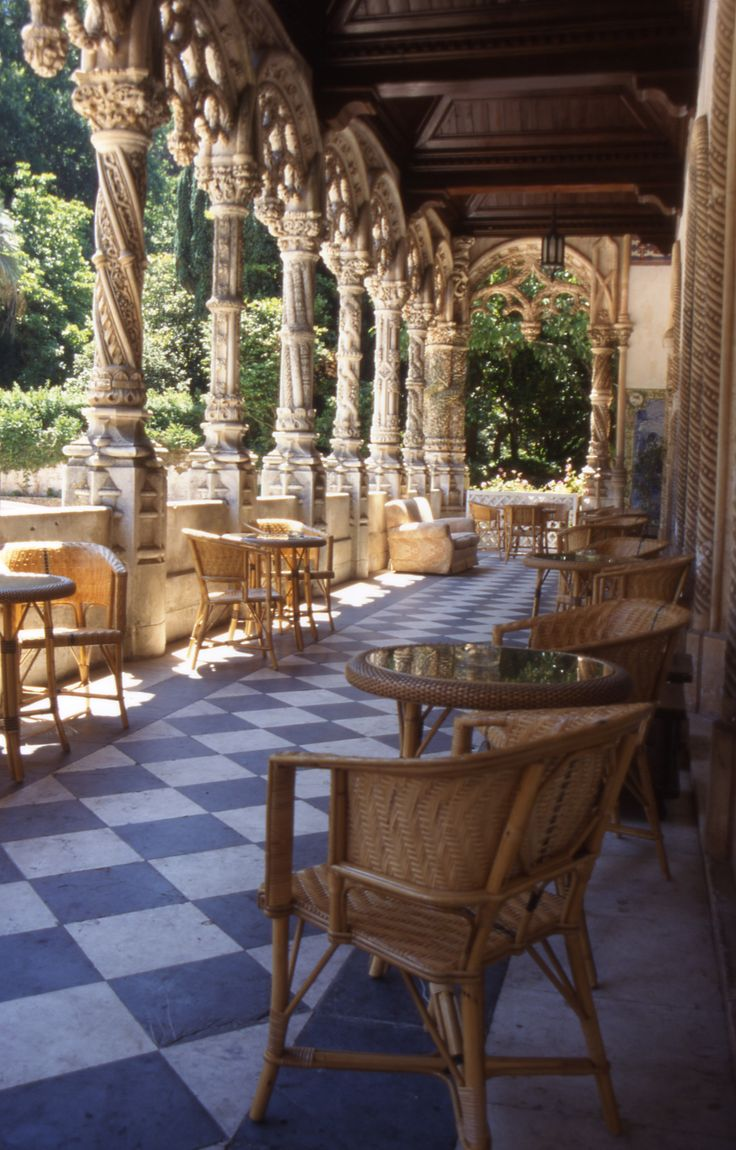 HOTEL Palace Bussaco, a drink in the cloisters! Mealhada. #Portugal