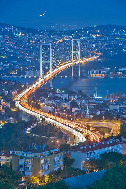 The Bosphorus Bridge linking Europe & Asia, Istanbul, Turkey