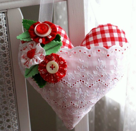 A Merry HeartIdeas, Sewing, Clothing Flower, Valentine Day, Heart Wreaths, White Lace, Merry Heart, Crafts, Gingham Heart