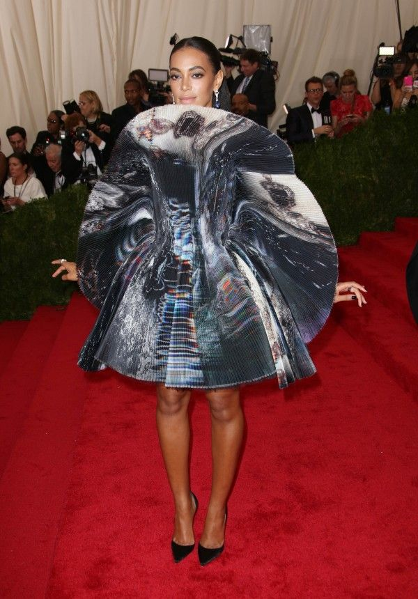 Solange Knowles In Giles Deacon At The Met Gala 2015