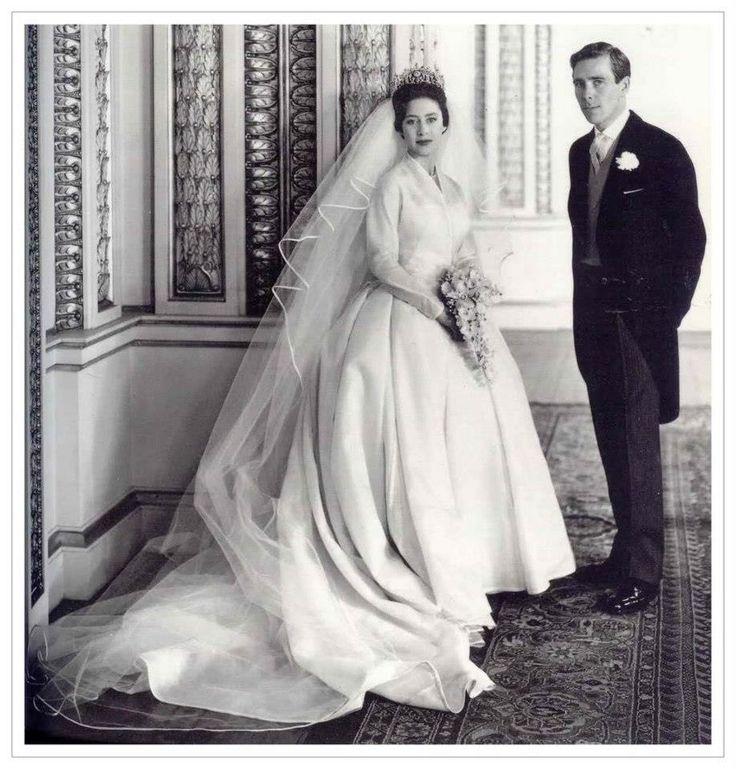 06/05/1960 la principessa Margaret di Windsor e Anthony Armstrong-Jones. Abito disegnato da Norman Harthell.
