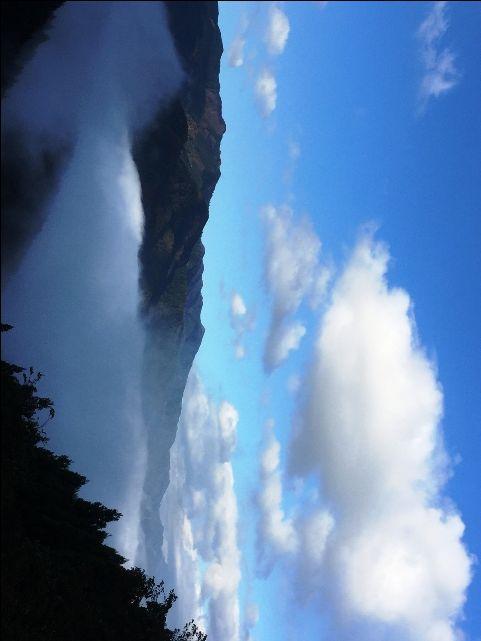 今朝11/11の雲海と紅葉祖谷大歩危駅付近です